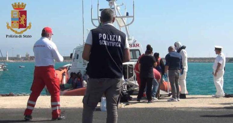 Migranti - scafisti - fermi - ragusa - pozzallo