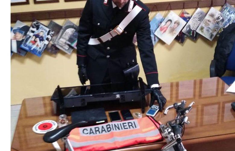 furti - 18enne - arresto - carabinieri - centro accoglienza - Acate