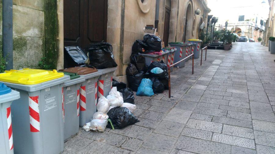 rifiuti - centri storici di Ragusa