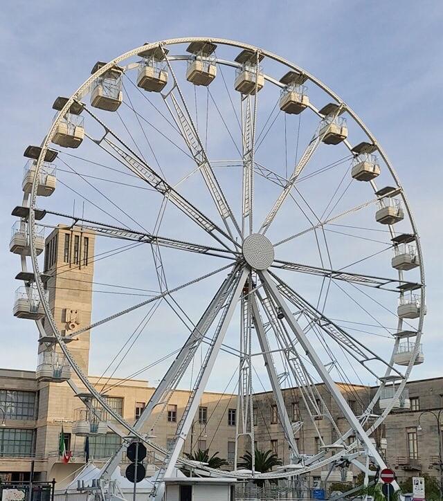ruota panoramica - piazza Libertà - Ragusa