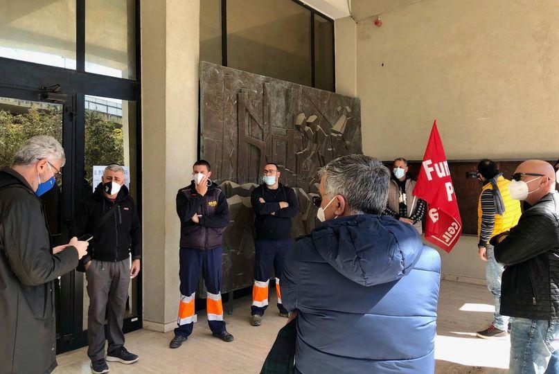 protesta lavoratori Cava dei modicani