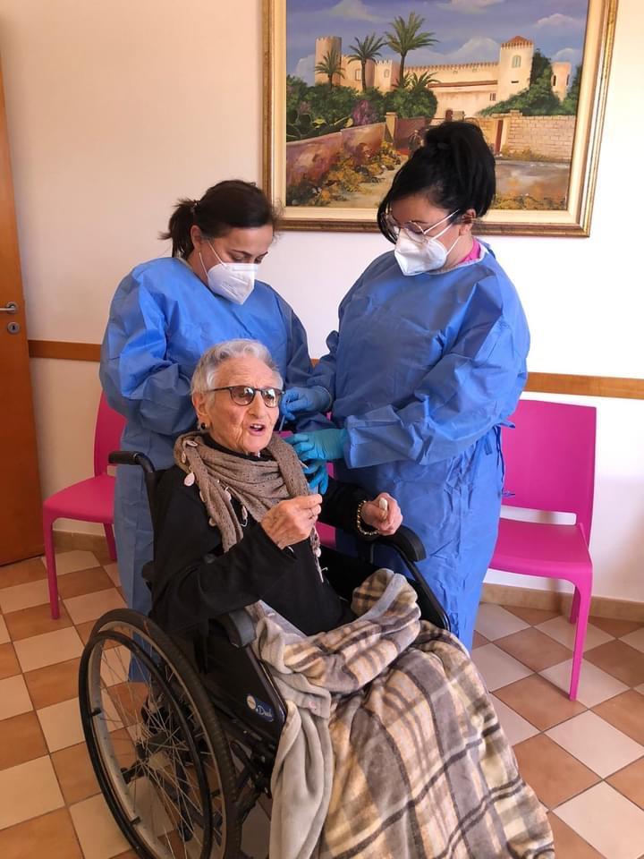 seconda dose vaccino - donna di 107 anni