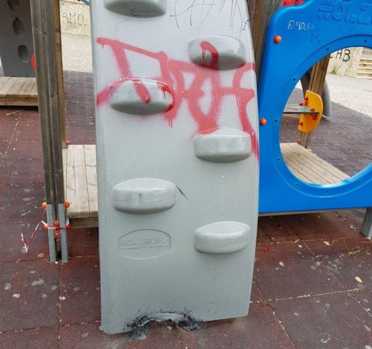 Villa comunale Vittoria - vandali