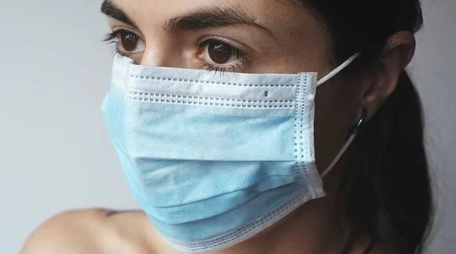 rubrica benessere - acne mascherina