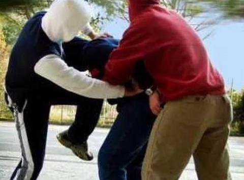 picchiato ragazzo disabile
